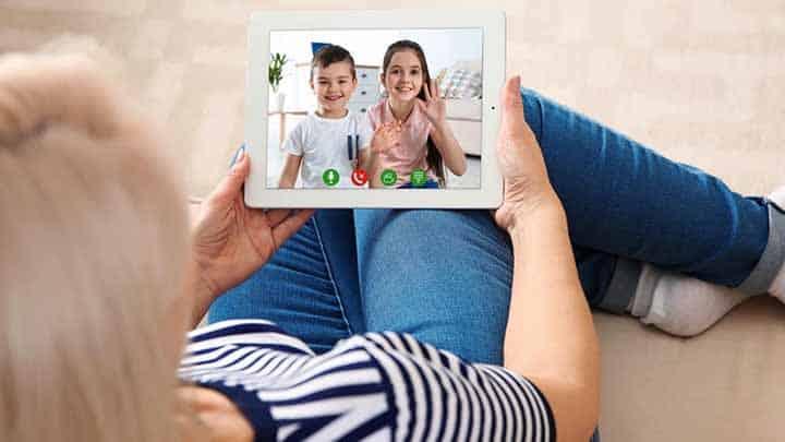 ارتباط مستمر کودک و والدین