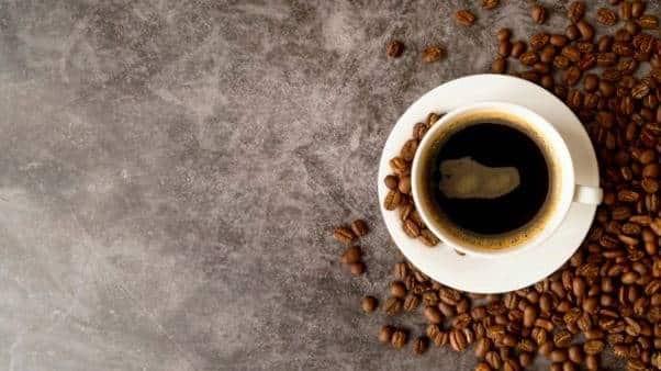 محدود کردن مصرف کافئین روشی ساده برای کاهش و کنترل اضطراب روزانه است.