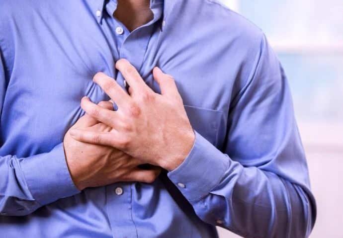 به منظور کنترل اضطراب میتوانید از تنفس مناسب استفاده کنید. حین حمله عصبی به جای نفسهای عمیق، تنفس دیافراگمی را تمرین کنید.
