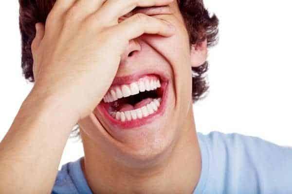 ذهنتان را از اضطراب دور کنید و بخندید.