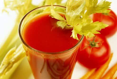 موقع سرماخوردگی از خوردن آب سبزیجات غافل نشید.
