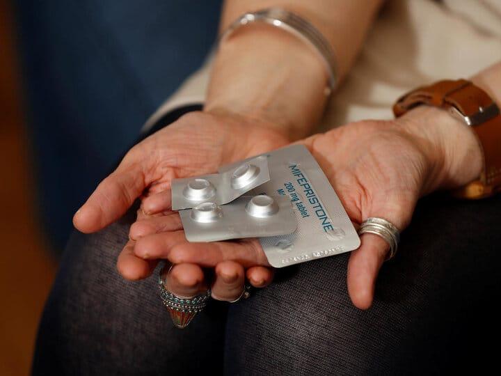 سقط جنین به دو شکل دارو و جراحی ممکن است.