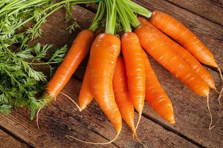 هویج منبع ویتامین آ است.