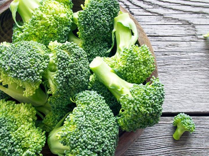 کلم بروکلی منبع ویتامین ب 5 است.