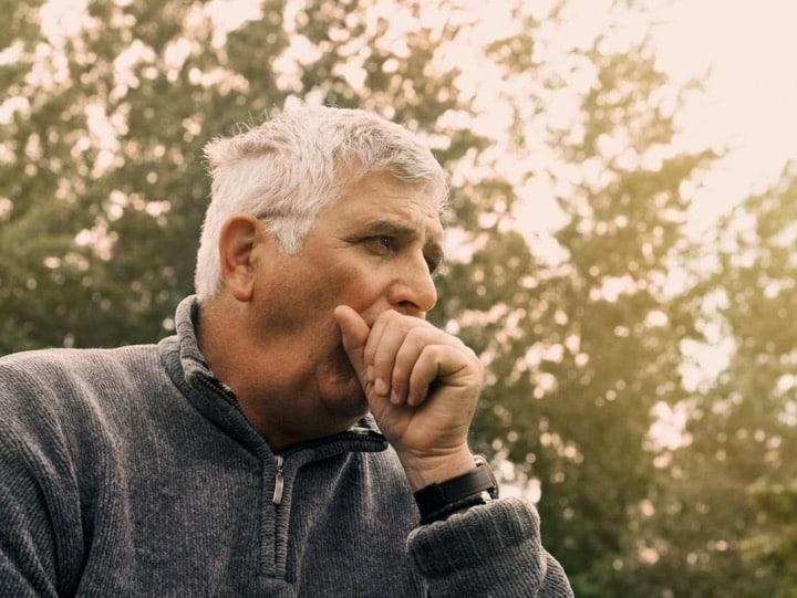 تنگی نفس یا از نفس افتادن سریع نیز یکی از نشانههای سرطان ریه محسوب میشود.