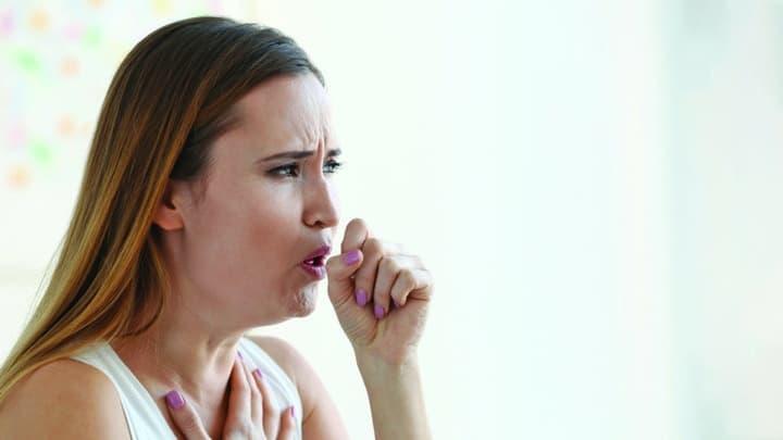 به هرگونه تغییر در سرفه مزمن توجه کنید، خصوصا اگر سیگار میکشید. این مورد هم ممکن است ریشه در سرطان ریه داشته باشد.