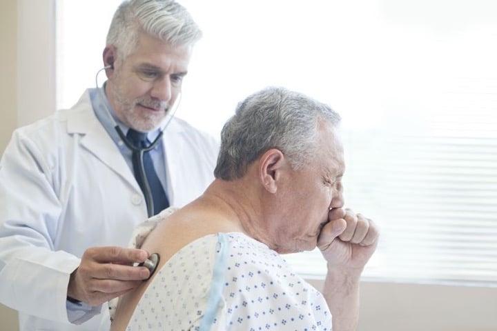 اگر طولانی مدت سرفه همراه شما است ممکن است مبتلا به سرطان ریه شده باشید.