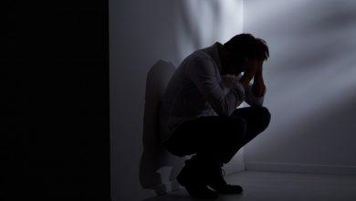 گام اول پیشگیری از خودکشی شناخت علائم هشداردهنده و جدی گرفتن آنهاست که اغلب از افسردگی و ناامیدی ناشی میشوند.